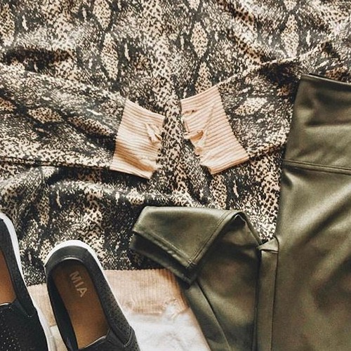Snake print still going strong 🐍 . . . . . #fatebylfd #detail #keepitsimple #snakeprint #newweek #fashioninspo #lookoftheday #ootd #wiw #fashionblog #simple #instafashion #essentials #fashionblog #fashionlife #fashionista #fashionblogger #basics #outfitoftheday #styled #animalprint #styledshoot #easytowear #lovethislook #chic #styleoftheday #streetstyle #streetwearfashion #clothingbrand #clothingline #trendy-
