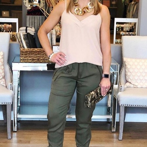 These joggers are seriously the best 🔥 . . . . . . . . . . #fatebylfd #lasvegas #keepitsimple #classy #tradeshow #fashioninspo #lookoftheday #ootd #wiw #fashionblog #simple #instafashion #essentials #fashionblog #fashionlife #fashionista #fashionblogger #basics #outfitoftheday #styled #styled #styledshoot #easytowear #lovethislook #chic #styleoftheday #streetstyle #streetwearfashion #clothingbrand #clothingline #trendy #joggers-