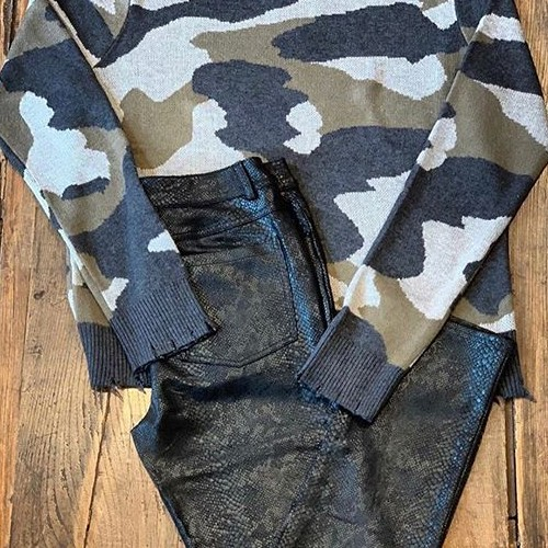 CAMO + SNAKE= ❤️ . . . . . . . . #fatebylfd #lasvegas #keepitsimple #classy #camo #fashioninspo #lookoftheday #ootd #wiw #fashionblog #simple #instafashion #essentials #fashionblog #fashionlife #fashionista #fashionblogger #camouflage #outfitoftheday #styled #styled #styledshoot #easytowear #lovethislook #chic #styleoftheday #streetstyle #streetwearfashion #snakeprint #clothingline #trendy-