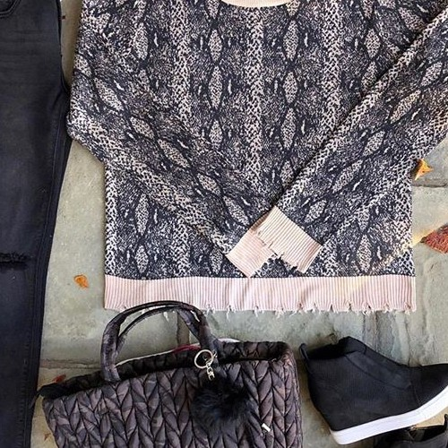 Starting to feel like fall 🍁 . . . . . . . #fatebylfd #detail #keepitsimple #snakeprint #sweater #fashioninspo #lookoftheday #ootd #wiw #fashionblog #simple #instafashion #essentials #fashionblog #fashionlife #fashionista #fashionblogger #basics #outfitoftheday #styled #animalprint #styledshoot #easytowear #lovethislook #chic #styleoftheday #streetstyle #streetwearfashion #clothingbrand #clothingline #trendy-